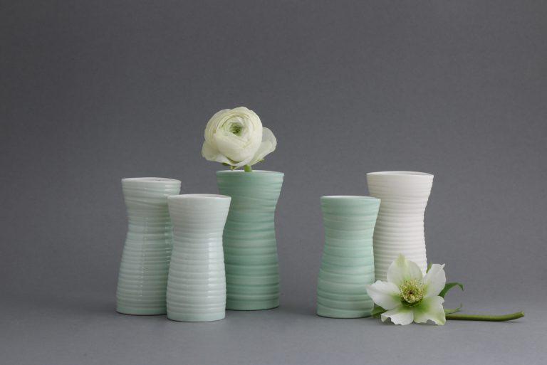 Kleine Porzellanvasen bunt
